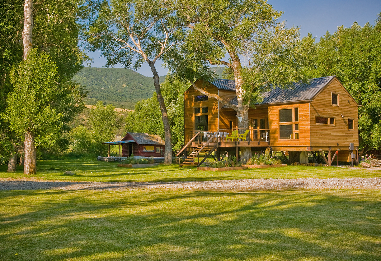 YellowstoneRiverCabin_01